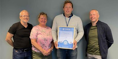 Vegar Gorseth, Mats Leonhardsen and their team from the Trondheim Parkering proudly present the ParkPAD certificate.